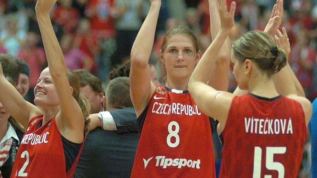 Medailová radost odchovankyně Sokola Hradec Králové Ilona Burgová.