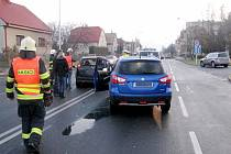Střet dvou osobních vozidel v Mrštíkově ulici v Hradci Králové.