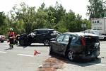 Dopravní nehoda tří osobních automobilů na silnici číslo 11 pří výjezdu z Hradce Králové směrem na Blešno.