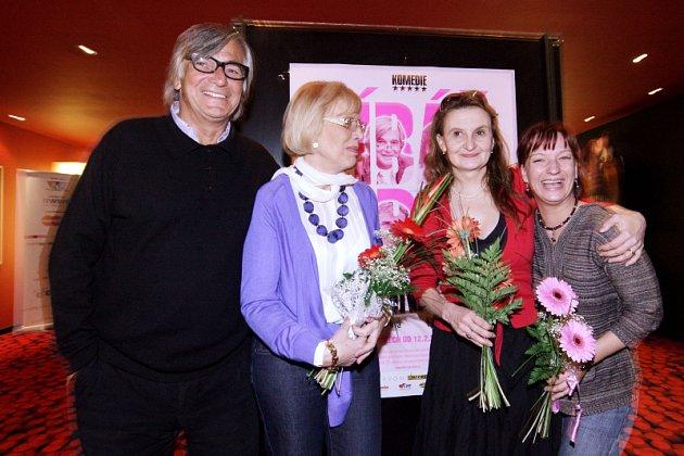 Nová česká komedie Marie Poledňákové Líbáš jako bůh měla slavnostní premiéru v multikině Cinestar v Hradci Králové.