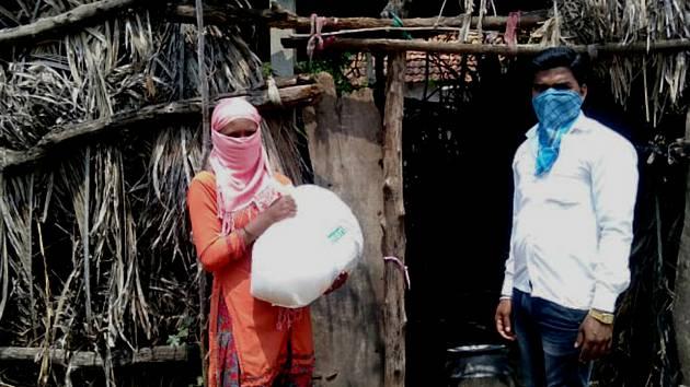 Hradecká charita vyhlásila sbírku na pomoc strádajícím rodinám v Indii