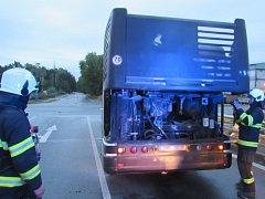 Požár motoru autobusu MHD v Březhradu.
