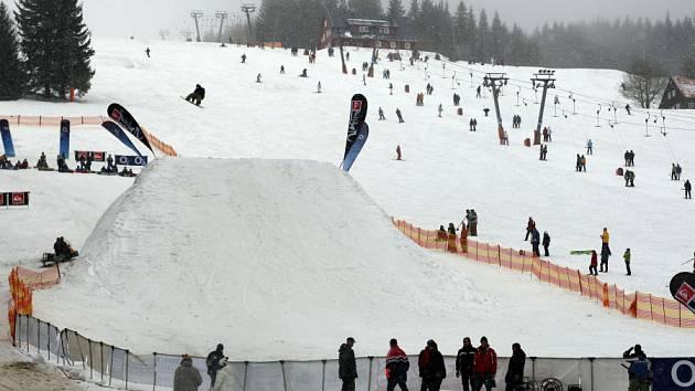 Po roční odmlce se opět konají největší freestylové snowboardové závody v České republice. Tříhvězdičkový TTR contest Quiksilver Snowjam O2 Snowboard Tour  v Peci pod Sněžkou.