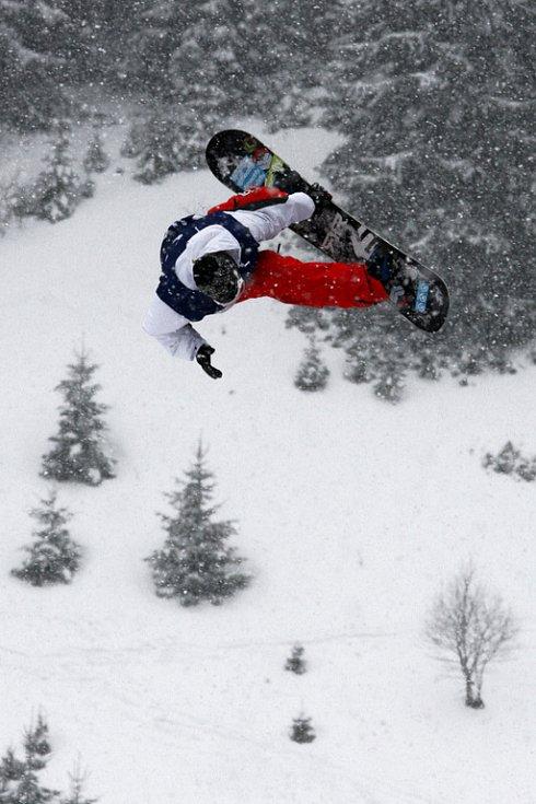 Po roční odmlce se opět konají největší freestylové snowboardové závody v České republice. Tříhvězdičkový TTR contest Quiksilver Snowjam O2 Snowboard Tour  v Peci pod Sněžkou. Matti Kinnunen z FIN.