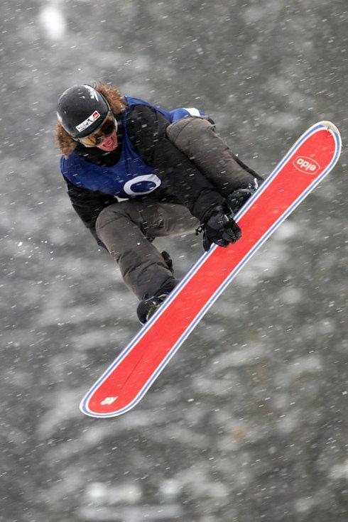 Po roční odmlce se opět konají největší freestylové snowboardové závody v České republice. Tříhvězdičkový TTR contest Quiksilver Snowjam O2 Snowboard Tour  v Peci pod Sněžkou. Matěj Kochánek CZE.