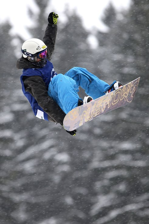 Po roční odmlce se opět konají největší freestylové snowboardové závody v České republice. Tříhvězdičkový TTR contest Quiksilver Snowjam O2 Snowboard Tour  v Peci pod Sněžkou. Martin Kaňůrek z CZE.