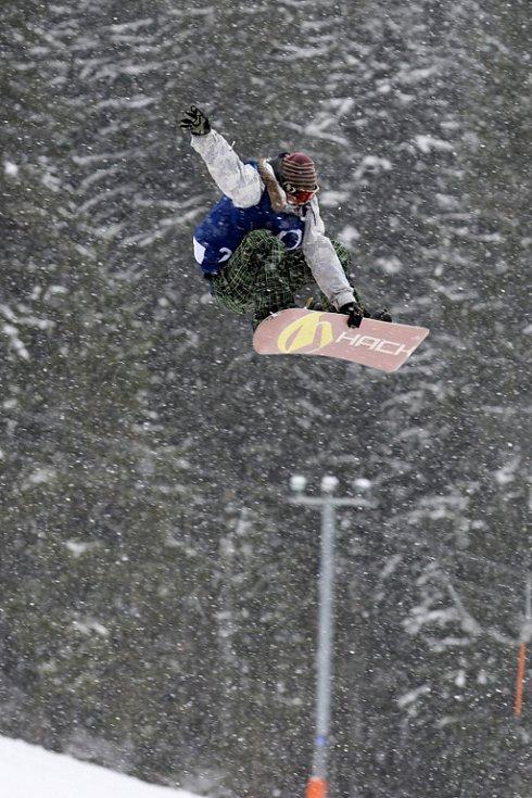 Po roční odmlce se opět konají největší freestylové snowboardové závody v České republice. Tříhvězdičkový TTR contest Quiksilver Snowjam O2 Snowboard Tour  v Peci pod Sněžkou. Ivo Šimurda z CZE.