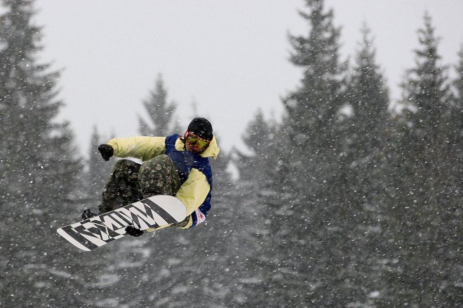 Po roční odmlce se opět konají největší freestylové snowboardové závody v České republice. Tříhvězdičkový TTR contest Quiksilver Snowjam O2 Snowboard Tour  v Peci pod Sněžkou. Teo Konttinen z FIN.