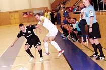Futsalisté Mados MT Hradec Králové (v tmavém) v akci. Ilustrační fotografie.