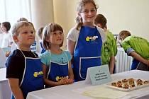 Coolinaření s Albertem - děti ze školní družiny Stromeček při hradecké ZŠ a MŠ Pohádka na kuchařské soutěži.