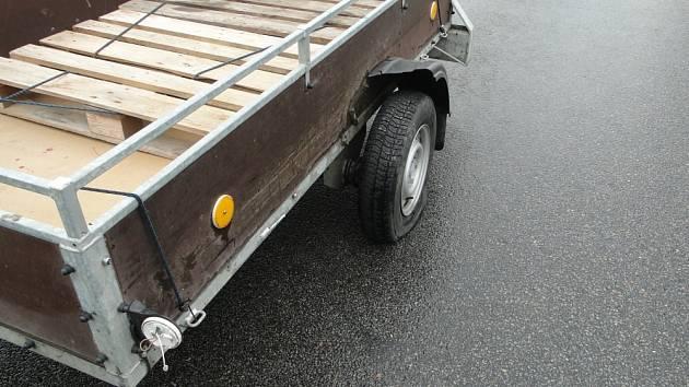 V Předměřicích bourala dvě auta, odnesl to i vozík.