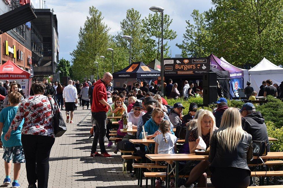 Burger Street Festival před Futurem přitáhl davy lidí.