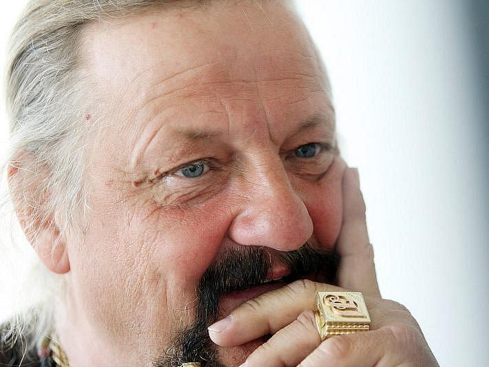 Hostem on-line rozhovoru Hradeckého deníku byl 8. dubna 2010 Jaromír Joo, principál cirkusu Jo-Joo.