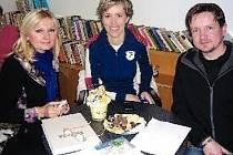 METEOROLOŽKA Alena Zárybnická (uprostřed) s moderátory Ladou Klokočníkovou a Miroslavem Vaňurou.