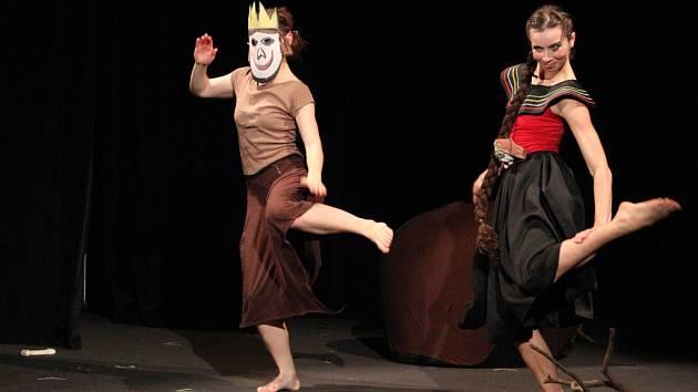 Taneční divadlo Honzy Pokusila: O překrásné Vasilise - představení v hradeckém Draku.