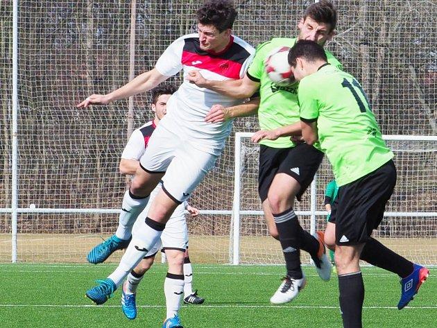Krajský přebor ve fotbale: TJ Sokol Třebeš - FK Vysoká nad Labem.