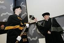 Kardinál Dominik Duka oceněn na půdě Univerzity Hradec Králové.