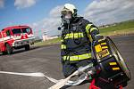 Námětové cvičení složek integrovaného záchranného systému (IZS) na letišti v Hradci Králové.
