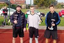 Kapitáni nejúspěšnějších třech týmů letošního ročníku nohejbalového turnaje v královéhradecké Slatině.