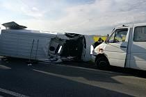 Dopravní nehoda tří vozidel na silnici I/11 u Roudnice.
