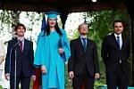 Graduation Celebration - slavnostní předávání maturitních vysvědčení studentům Sion High School v hradeckých Jiráskových sadech.