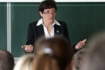Květoslava Jeriová-Pecková při přednášce na královéhradecké univerzitě.