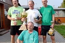 SK Humburky A (Radim Mikulka, Martin Pošík, Jan Sejkora – na snímku s předsedou klubu Petrem Čechem)