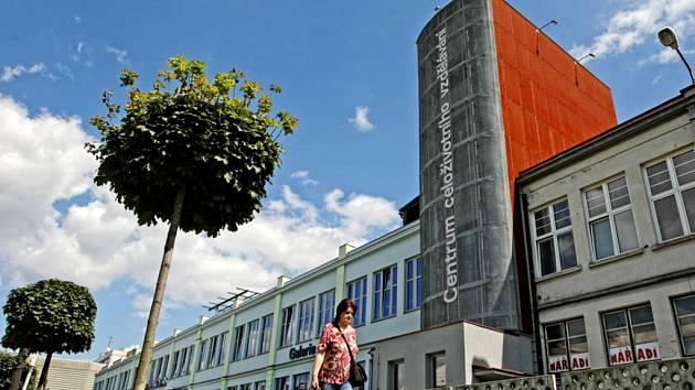 Budova Centra celoživotního vzdělávání, sídlo Knihovny města Hradec Králové v objektu bývalé továrny Vertex.