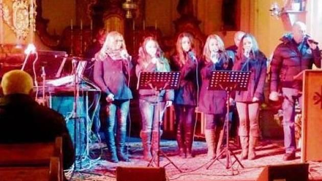 Benefiční koncert v kostele v Mlázovicích.