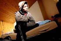 Strážníci městské policie v Hradci Králové ve spolupráci s úředníky ze sociálního odboru magistrátu 16. prosince kontrolovali v nočních hodinách bezdomovce.