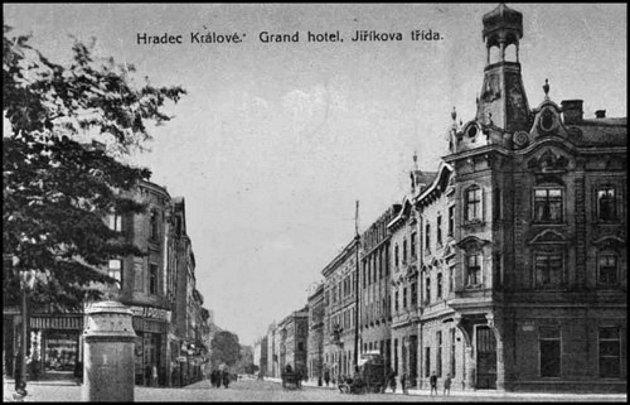 Jak jsme žili vČeskoslovensku: historická proměna Hradce Králové.
