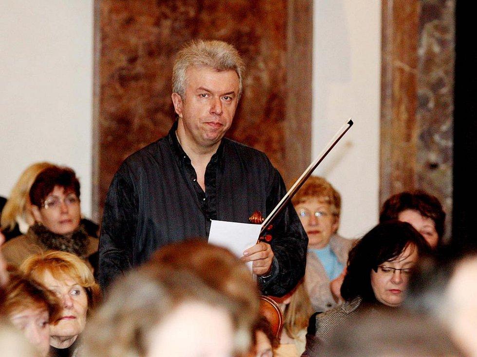Houslový virtuos Jaroslav Svěcený.