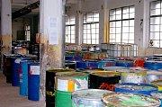 Více než 600 tun nebezpečných chemikálií zlikvidovali odborníci na skládce v Libčanech.