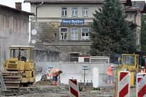 Stavba autobusového terminálu v Novém Bydžově.