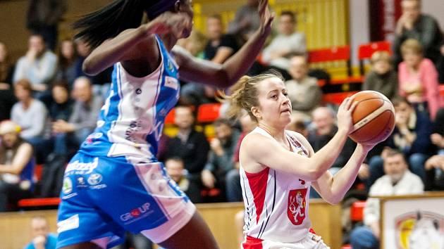 Rozehrávačka královéhradeckých basketbalistek Gabriela Andělová.