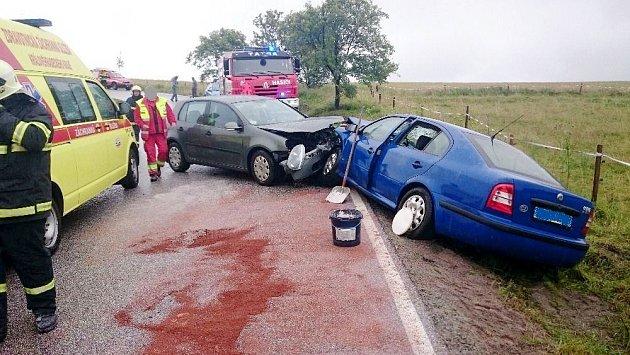 Dopravní nehoda dvou osobních automobilů uSedloňova.