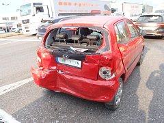 Dopravní nehoda tří osobních vozidel v hradecké ulici Antonína Dvořáka.