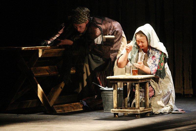 Ruské Divadlo A. S. Puškina z Magnitogorsku představilo na divadelním festivalu v Hradci Králové hru Bouře.