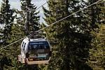 U lanovky na Černou horu se fronty netvoří. Jezdí nepřetržitě. Lidé bez čekání nastupují do lanovky průběžně, výhodou je možnost nákupu jízdenek on-line.