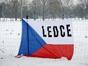 Biatlonové klání v obci Ledce.