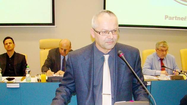 Staronový šéf Okresního fotbalového svazu Hradec Králové Martin Zbořil během projevu na valné hromadě.