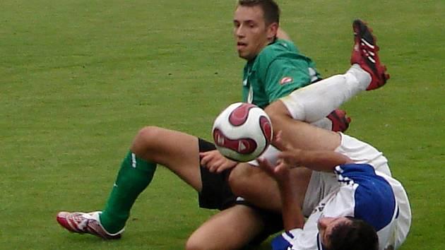 V nefotbalové pozici se ocitli soupeři v duelu úvodního kola KP mezi Olympií Hradec a FK Náchod Deštné B (1:1).