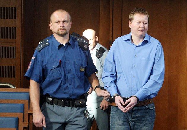 Takřka jako rentiér si mohl připadat jednatřicetiletý Polák Jacek Kotlewski, který jako externí účetní nastoupil na začátku roku 2001 do náchodské společnosti Eko Service.