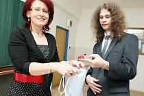 Ústní maturity v pondělí začaly na Střední odborné škole a středním učilišti Hradec Králové, které sídlí v Hradební ulici. Celkem zde letos maturuje sto devatenáct studentů