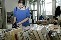 Týden knihoven v Hradci Králové - bazar vyřazených knih v městské knihovně.