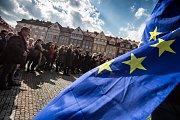 #Vyjdi ven - výstražná stávka studentů na obranu ústavních a společenských zvyklostí a hodnot na Masarykově náměstí v Hradci Králové.