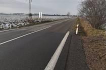 Ačkoliv byla silnice kvůli stavbě nadjezdu více než rok uzavřená, neopravila se celá. Hotový je jen úsek kolem nadjezdu.