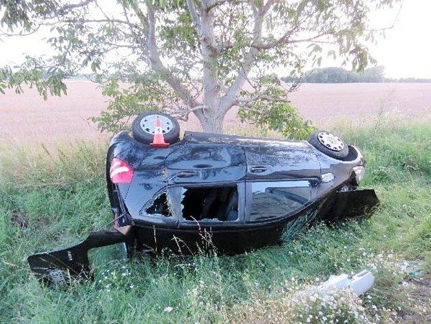 Dopravní nehoda osobního automobilu a kamionu na silnici I/35 u Stračova.