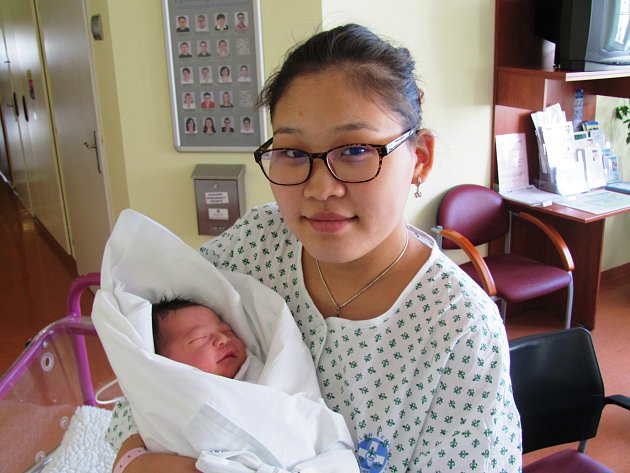IRMUUN ARIUNBAT poprvé otevřel oči 10. srpna v 16.58 hodin. Měřil 49 centimetrů a vážil 3390 gramů a potěšil rodiče z Mongolska.