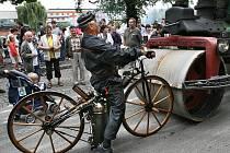 Sedmý ročník Nábřeží paromilů představil obří parní válec, sentinel, parníčky na Labi nebo staré hasičské stříkačky.